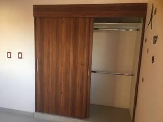 Closet en recamara : Recámaras pequeñas de estilo  por Mitika cocinas