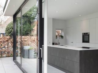 Verbouwing villa van Bob Romijnders Architectuur + Interieur Modern