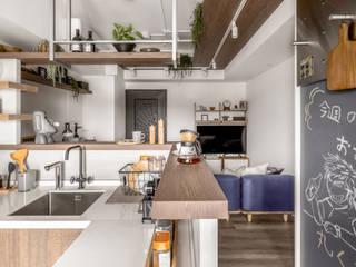 Cocinas de estilo escandinavo de 寓子設計 Escandinavo