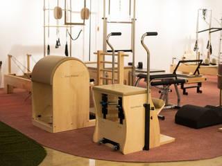 Salle de sport moderne par 캐러멜라운지 Moderne