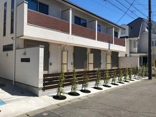 田園調布アパートメント|木造賃貸アパート 長屋形式 メゾネットタイプ: タイラ ヤスヒロ建築設計事務所/yasuhiro taira architects & associatesが手掛けた長屋です。