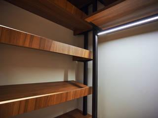 Modern style dressing rooms by Raumplus Modern