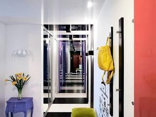 Minimalistische gangen, hallen & trappenhuizen van Irina Yakushina Minimalistisch
