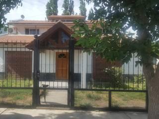 Classic style houses by Aida tropeano& Asociados Classic