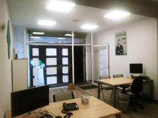 Iluminación con paneles de Led Estudios y despachos de estilo moderno de RB ELEDTRIK Moderno