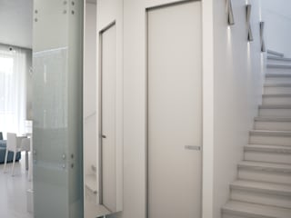 Pasillos y vestíbulos de estilo  por Elena Demkina Design, Minimalista
