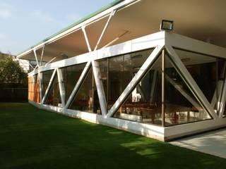Brassea Mancilla Arquitectos, Santiago Casa unifamiliare Cemento armato Bianco
