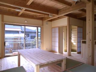 栄町の家 モダンデザインの リビング の 山下建築研究所 モダン