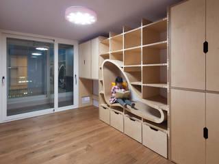 Quartos de criança modernos por 스페이스 블랑 Moderno