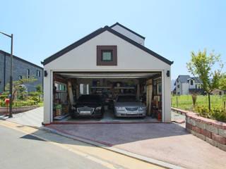 이우 건축사사무소 Garajes de estilo moderno