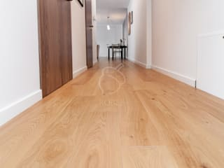 Roble Colonial corridor, hallway & stairs Wood Beige