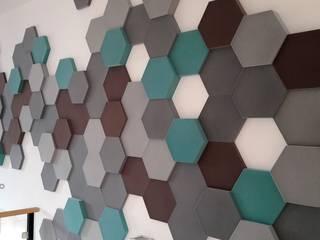 di FLUFFO fabryka miękkich ścian Moderno