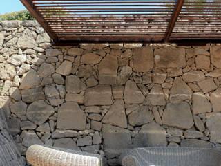 Pergolato acciaio in stile mediterraneo Deltadue Balcone, Veranda & Terrazza in stile mediterraneo Ferro / Acciaio Effetto legno