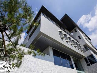 層峰 現代房屋設計點子、靈感 & 圖片 根據 Zendo 深度空間設計 現代風