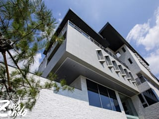 Casas modernas de Zendo 深度空間設計 Moderno