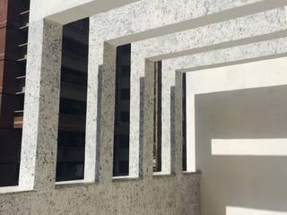 Serviços realizados pela Mix Company MIX COMPANY CONSTRUÇÕES E REFORMAS Varandas, alpendres e terraços modernos Branco