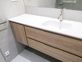 Grupo Inventia Baños de estilo moderno Compuestos de madera y plástico Marrón