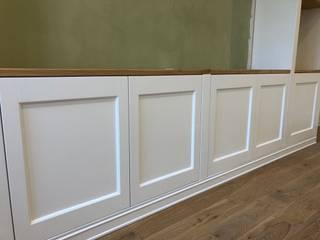 Falegnameria su misura Corridor, hallway & stairsDrawers & shelves Kayu White