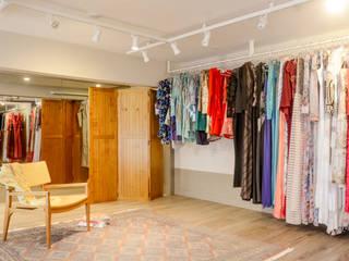 Showroom Mary Lint: Lojas e imóveis comerciais  por Bloco Z Arquitetura,