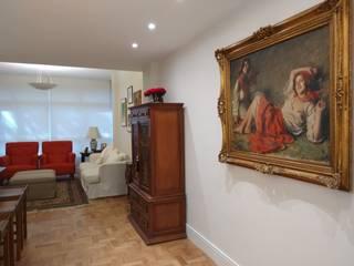 Living room by Maria Helena Torres Arquitetura e Design, Classic