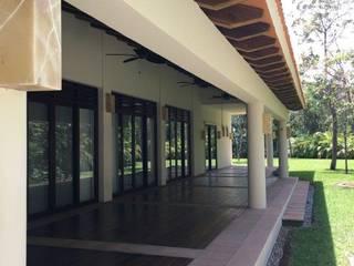 Terrazas de estilo  por UG ARQUITECTOS