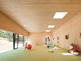 Minimalist nursery/kids room by Franz&Sue Minimalist