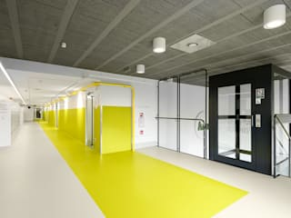 PORT pracownia i studio architektury Industrial style schools Yellow