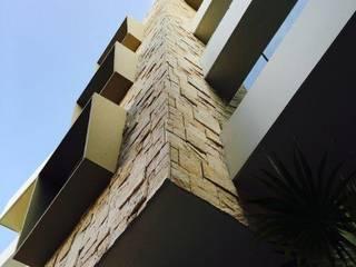 Conjunto residencial de estilo  por UG ARQUITECTOS
