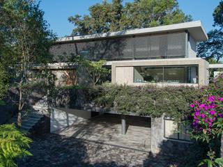 CASA LA LAGARTIJA Casas modernas de ESMETEVA Moderno