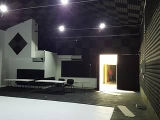 FORO CANADÁ Estudios y despachos modernos de ESMETEVA Moderno