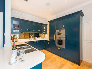 Hague blue painted shaker kitchen Sculleries of Stockbridge CucinaContenitori & Dispense
