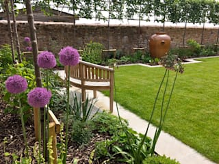 Riverside Garden by Roger Webster Garden Design Сучасний