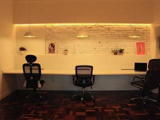 Estúdio Lasca Escritórios modernos por Quatro Fatorial Arquitetura e Urbanismo Moderno