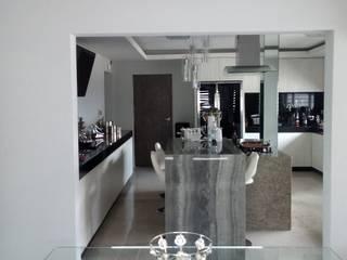 casas residencial  Zuazua Nuevo Leon: Pasillos y recibidores de estilo  por Arquitecto-Villarino, Moderno