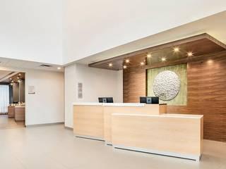 Proyecto en Silao Guanajuato: Pasillos y recibidores de estilo  por Arquitecto-Villarino, Moderno