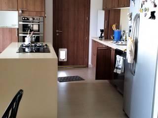 Brassea Mancilla Arquitectos, Santiago Cucina attrezzata Legno composito Effetto legno