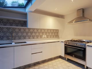 Kitchen by BACE arquitectos,