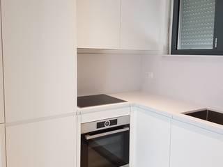 MARA GAGLIARDI 'INTERIOR DESIGNER' CocinaAlmacenamiento Plástico Blanco