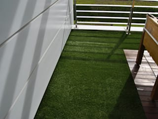Albergrass césped tecnológico Modern Balkon, Veranda & Teras