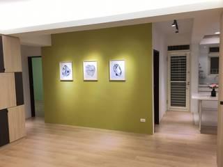 Ingresso & Corridoio in stile  di 捷士空間設計(省錢裝潢)