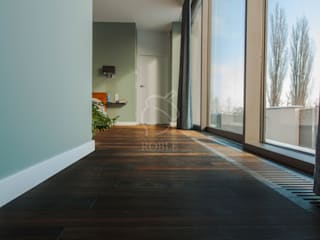 Roble Eclectic style bedroom Wood Brown