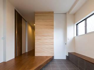 段々天井の家 モダンスタイルの 玄関&廊下&階段 の 田中洋平建築設計事務所 モダン