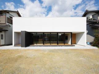 by 株式会社 空間建築-傳 Modern