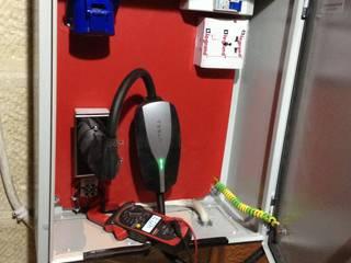 Garajes de estilo industrial de وفا للخدمات الكهربائية المتخصصة Industrial