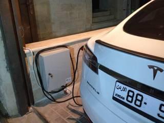 Garage/shed by وفا للخدمات الكهربائية المتخصصة,