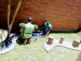 par PROYECTO VERDE CHIHUAHUA Moderne