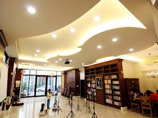 台中室內建築師|利程室內外裝飾 LICHENG Salas multimedia de estilo clásico