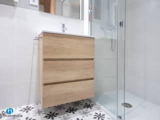 Grupo Inventia Baños de estilo mediterráneo Compuestos de madera y plástico Acabado en madera