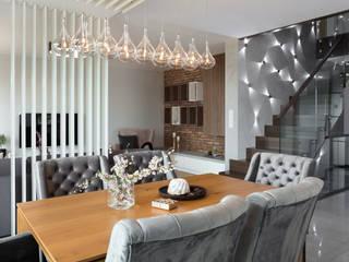 Doświetlony dom pod Piłą ,Polaka Nowoczesna jadalnia od EWEM Aranżacja wnętrz Edyta Wełnicka Nowoczesny