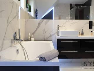 Phòng tắm theo SYME - Pracownia Wnętrz,